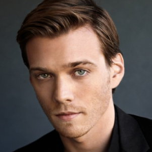 Jake Abel Wiki, Girlfriend, Dating, Gay and Shirtless