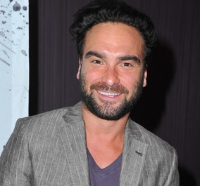 Cuoco dating costar johnny galecki imdb
