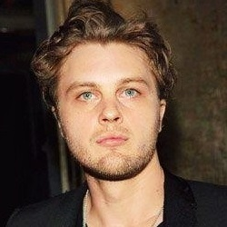 Michael Pitt Married, Wife, Girlfriend, Dating, Gay and Shirtless