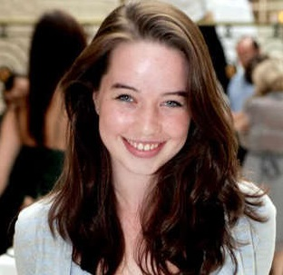 Anna Popplewell Boyfriend, Dating, Measurements and Net Worth