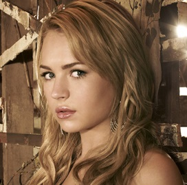 Britt Robertson Wiki, Boyfriend, Dating and Net Worth