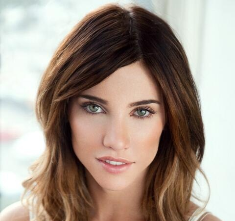 Jacqueline MacInnes Wood Boyfriend, Dating and Pregnant