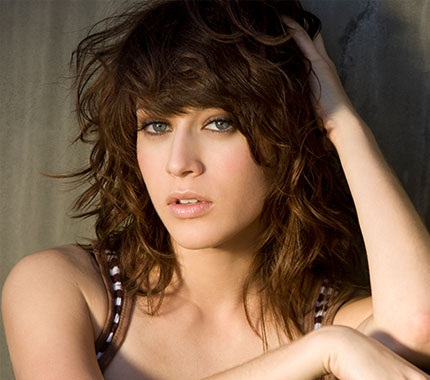 Lizzy Caplan Boyfriend, Dating, Married and Husband