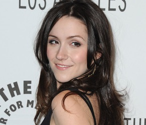 Shannon Woodward Wiki, Boyfriend, Dating and Net Worth
