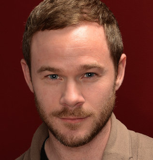 Aaron Ashmore Wiki, Married, Wife, Girlfriend or Gay