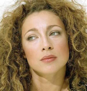 Alex Kingston Wiki, Husband, Divorce, Boyfriend and Net Worth