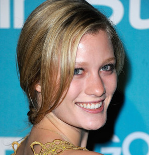 Ashley Hinshaw Wiki, Bio, Boyfriend, Dating and Net Worth