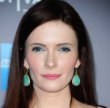 Bitsie Tulloch Wiki, Married or Boyfriend, Dating