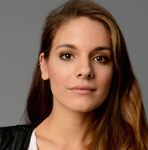 Caitlin Stasey Wiki, Boyfriend, Dating and Hot