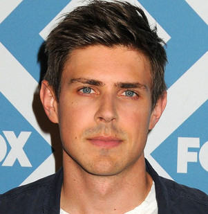 Chris Lowell Wiki, Married, Girlfriend, Dating or Gay