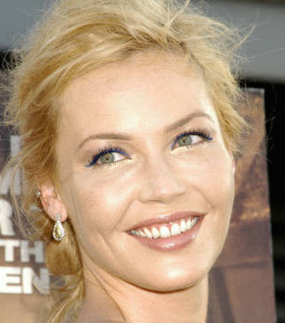 Connie Nielsen Wiki, Married, Husband, Divorced and Boyfriend