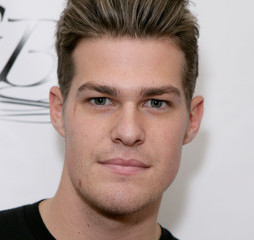 Greg Finley Wiki, Married, Wife, Girlfriend or Gay