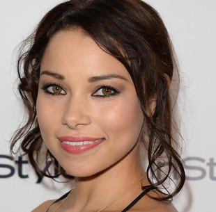 Jessica Parker Kennedy Boyfriend, Dating, Wedding and Net Worth