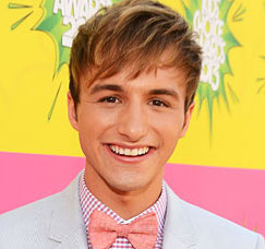 Lucas Cruikshank Wiki, Girlfriend or Boyfriend(Gay) and Net Worth