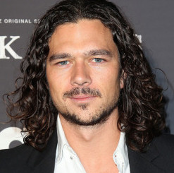 Luke Arnold Wiki, Bio, Age, Girlfriend and Dating