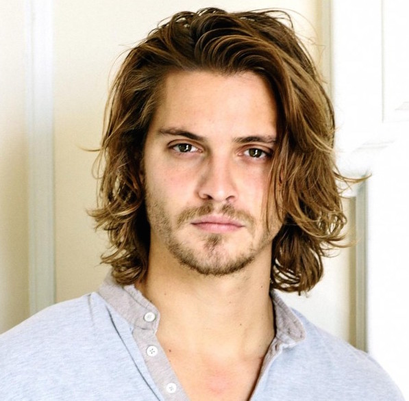 Luke Grimes Girlfriend, Dating, Gay, Shirtless and Net Worth