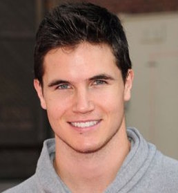 Robbie Amell Wiki, Bio, Girlfriend or Gay and Shirtless