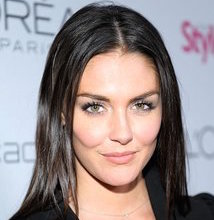 Taylor Cole Wiki, Married, Husband or Boyfriend and Net Worth