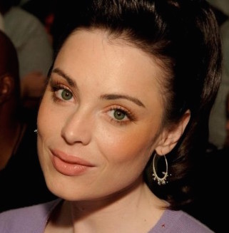 Yoanna House Wiki, Married, Husband or Boyfriend and Plastic Surgery