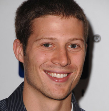 Zach Gilford Wiki, Married, Wife, Girlfriend or Gay