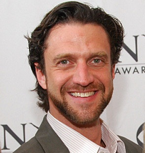 Raul Esparza Wiki, Wife, Divorce, Girlfriend, Dating and Nationality